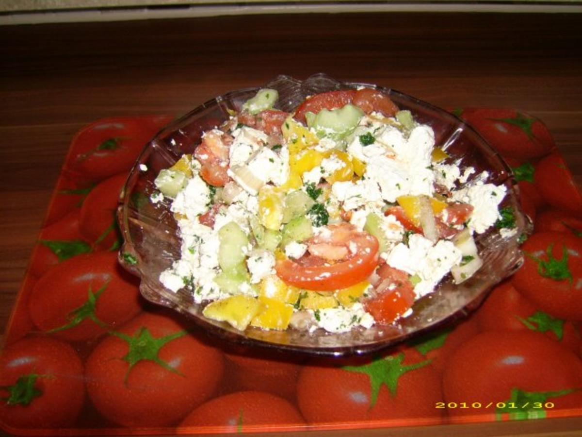 Griechischer salat mit feta dressing