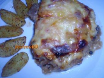 Überbackene Zwiebelkoteletts mit Kartoffelspalten - Rezept