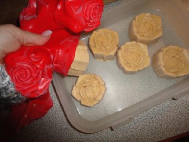 Eis: Amaretti - Rosen - Parfait mit Portweinäpfeln - Rezept - Bild Nr. 7
