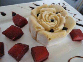 Eis: Amaretti - Rosen - Parfait mit Portweinäpfeln - Rezept