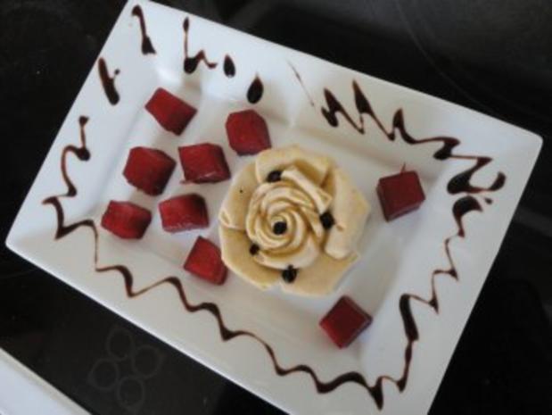 Eis: Amaretti - Rosen - Parfait mit Portweinäpfeln - Rezept - Bild Nr. 9