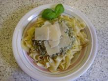 Basilikum-Pinienkern-Pesto - Rezept