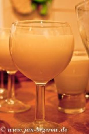 Lavendelcreme mit karamelliesierten Pflaumen - Rezept