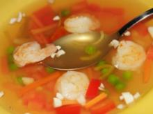 Feine Gemüsesuppe mit Garnelen und Gemüseeinlage - Rezept