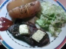 Beefsteak mit Folienkartoffel und Eisbergsalat - Rezept