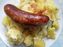 Käsekartoffeln mit Zwiebelchen; dazu Bratwurst - Rezept