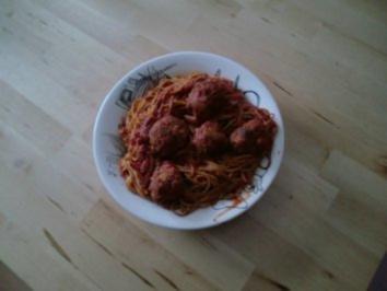 spaghetti mit hackb llchen in tomatenso e rezept. Black Bedroom Furniture Sets. Home Design Ideas