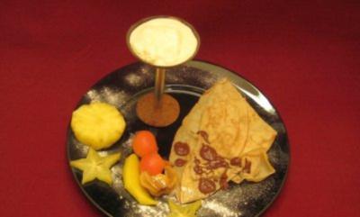 Dünne Pfannkuchen mit Maracuja-Kokos-Creme - Rezept