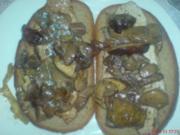 Steak mit Waldpilzen auf Mischbrot und Orangensaft beträufelt - Rezept