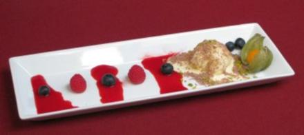 Vanilleparfait an Himbeer-Chili-Soße - Rezept