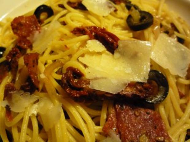 Südliche Spaghetti mit gebratener Pfeffersalami - Rezept