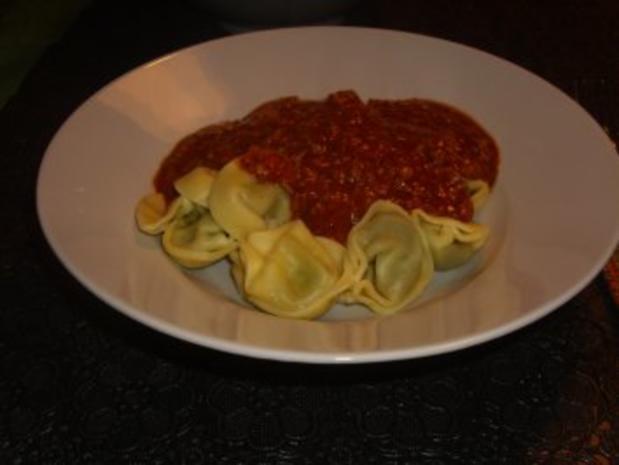 Nudelgerichte: Tortellini Bolognese - Rezept