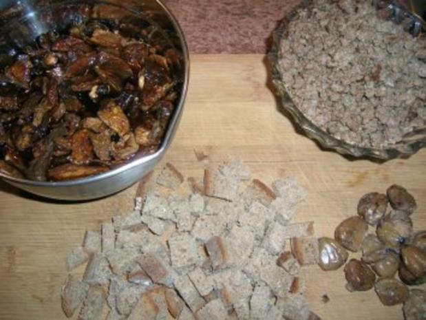 Hähnchen, gefüllt mit Maronen, Steinpilzen, Wurstbrät und gewürzt mit Trüffelöl (saulecker - Rezept - Bild Nr. 2