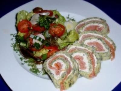 Lachsrolle mit buntem Salat - Rezept