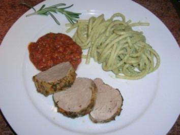 Schweinefilet in kleinem Gewürzmantel  mit roter Knoblauchsauce an Bucatini No 9 - Rezept