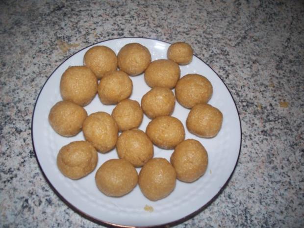Suppeneinlage: Semmelklößchen von Oma - Rezept - Bild Nr. 3