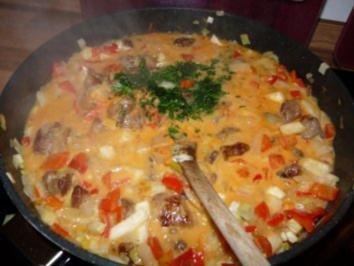 Paprika-Rahm Gulasch mit Spätzle - Rezept