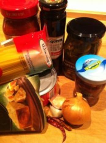 Spaghetti mit mediterraner Sauce - Rezept