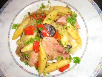 Schupfnudeln mit Paprika, Kraut und den Resten der Schlachtplatte - Rezept