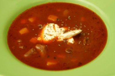 Muttis tomatierte Hühnerherzchensuppe - Rezept