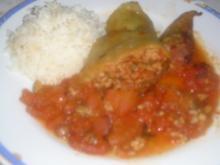 Gefüllte Paprika  spanische Art mit Tomatensauce und Reis - Rezept