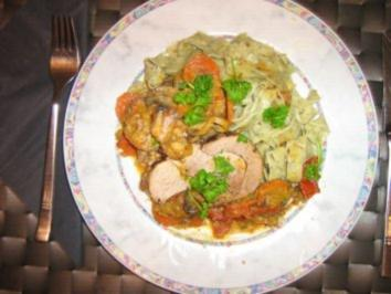 Putenrollbraten mit Gemüse-Pilzragout an Bärlauchnudeln - Rezept