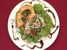 Weißwurst an Rucolasalat mit pikantem Senf-Dressing und Parmesan (Elli Erl) - Rezept