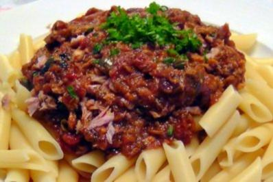 Penne mit Tomaten-Thunfisch Sauce - Rezept