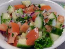 Beilage: Tomaten-Gurkensalat - Rezept