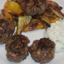 Köfte mit Grillgemüse und Tsatsiki - Rezept