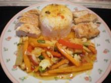 Gebratenes Gemüse mit Hähnchenbrust und Reishügel... - Rezept