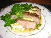 Steak mit Meerrettichbutter und Salat - Rezept