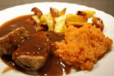 Schweinemedailons in Balsamicocreme an Karotten-Apfel-Mus und Ofenkartoffeln - Rezept