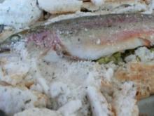 Lachsforelle im Thymian-Salzmantel mit Rosmarinkartoffeln - Rezept