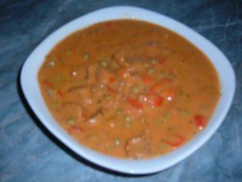 Fleisch : Gulasch mit viel Soße....))))))) - Rezept