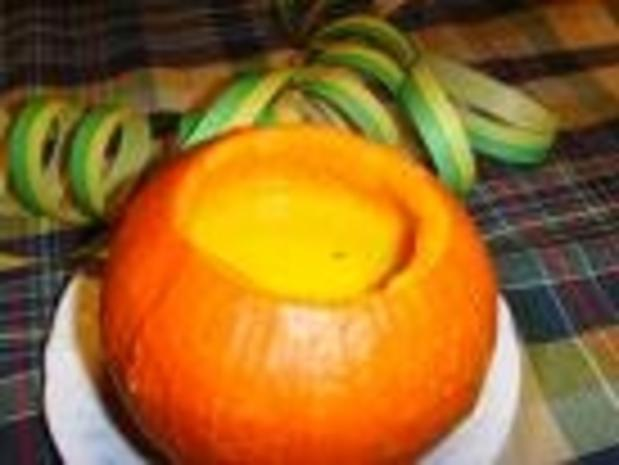 Kürbisrahmsuppe mit frittierten Gemüsestreifen - Rezept