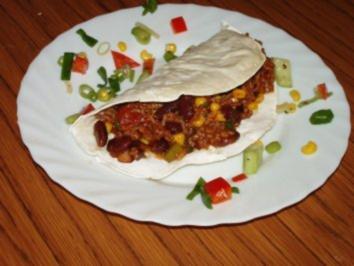 Tortilla gefüllt mit Chilli con Carne - Rezept