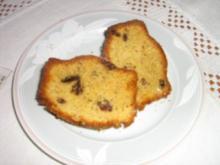 Marzipan-Rosinen-Kuchen mit Haselnüssen. - Rezept