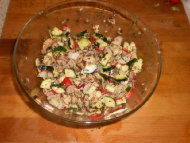 Zucchinisalat mit Pilzen - Rezept