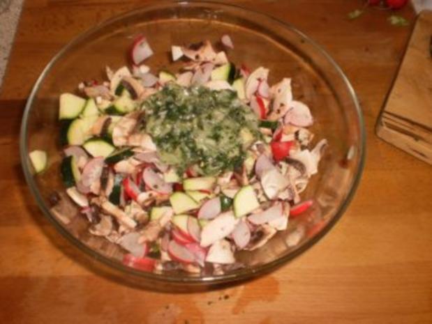 Zucchinisalat mit Pilzen - Rezept - Bild Nr. 8