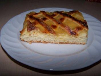 Hefekuchen mit Apfelmus - Rezept