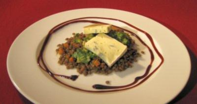 Lauwarmer Linsensalat mit Blauschimmelkäse - Rezept