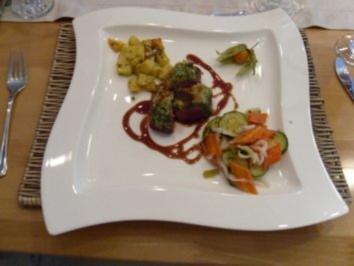 Wildschweinfilet mit Kräuterkruste an Ofengemüse - Rezept
