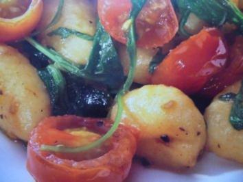 Kartoffelgnocchi mit Kirschtomaten und Rucola - Rezept