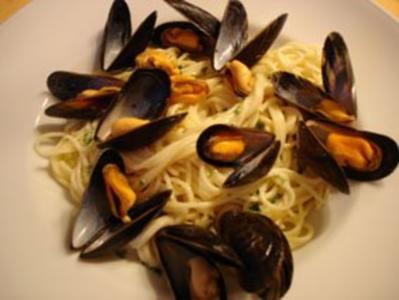 Muscheln in Kräuter-Sahnesauce mit Spaghetti - Rezept