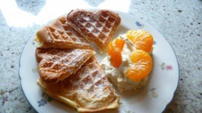 Buttermilchwaffeln mit Orangencreme - Rezept
