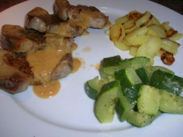 Spanferkel-Koteletts mit Rosmarin-Sößchen und Bratkartöffelchen - Rezept - Bild Nr. 8