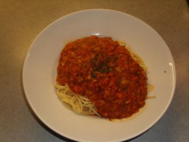 nudelgerichte spaghetti mit einer gem se tomaten sosse rezept. Black Bedroom Furniture Sets. Home Design Ideas