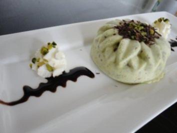 Pistazien - Eis mit Schokostückchen - Rezept