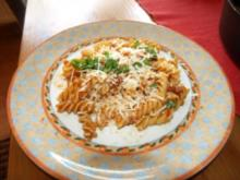 Fusilli mit Tomaten-Specksoße - Rezept